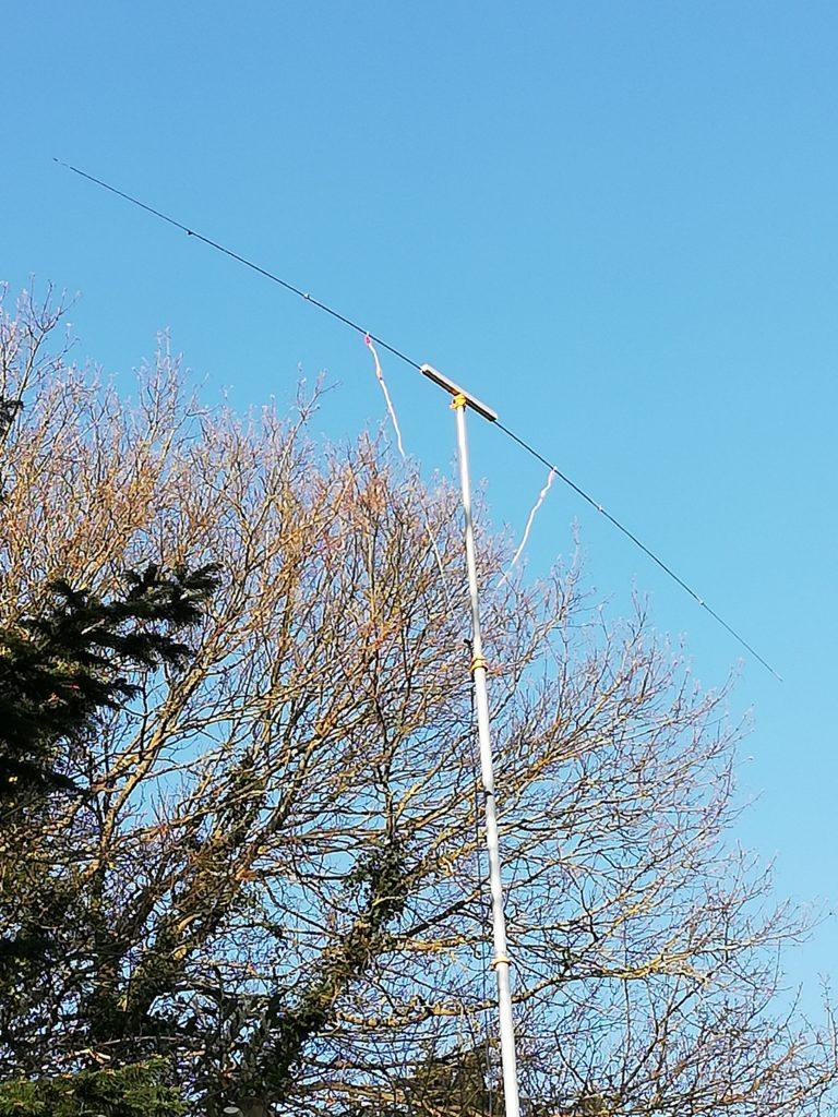 Antenne demi-onde pour bande 10m accordée 28,950 Mhz alimentation 450 Ohm